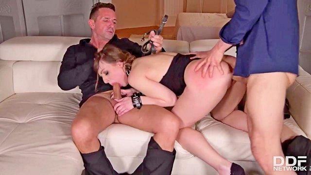 Гиг порно грязную сучку в обе дырки