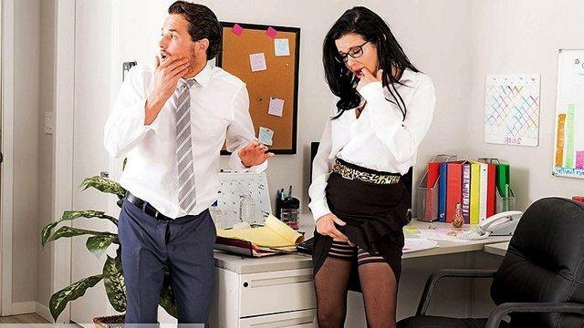 Порно видео секретаршой в офисе
