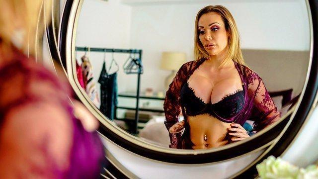 Секс очень мокрая от пота от секса видео мулатка кастинге