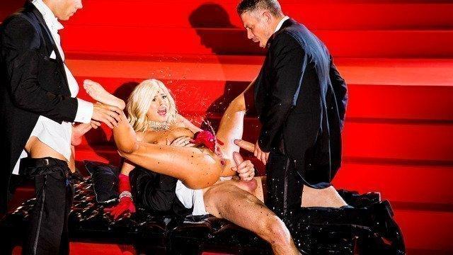 Довел до струйного оргазма и она кончила струей видео, дрочит ему член и палец в жопу видео