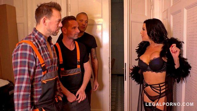Интимных порно видео фигуристая мадам на диване наслаждается сексом с поцем физически сильных