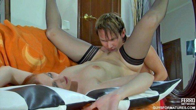 Порно онлайн лижет пизду писсинг 14