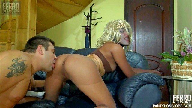 smotret-bezumniy-seks-lesbiyanok-gruppovoe-porno-s-tolstimi-video