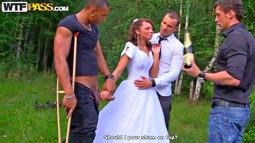 После свадьбы невесту жестко пустили по кругу порно — 8