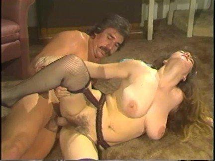 Смотреть видео с еблей, женщина под одеялом видео