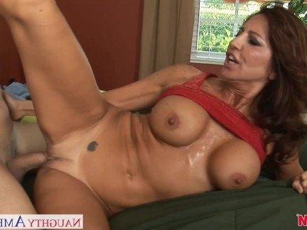 Пышная красавица порно видео