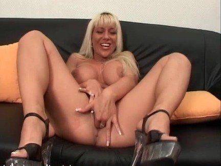Бесплатно минет и секс с блондинкой с большой грудью