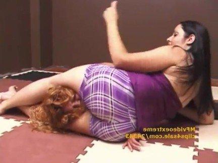 Девушки с бритыми пиздами в сетке видео бесплатно