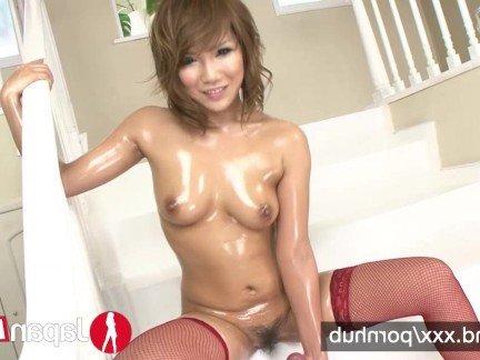 Порно видео маленькая японка в масле