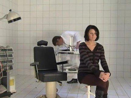 Секс с врачом гинекологом в кабинете смотреть бесплатно и без регистрации