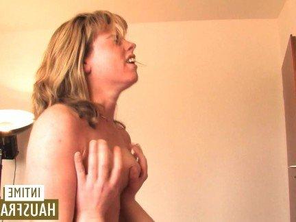 Порно видео бесплатно мама сосет у сына смотреть