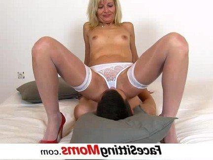 Порно видео чел лижет у маленького реб нка