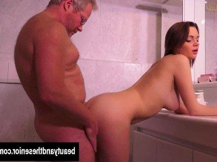 Порно с грудастой толстушкой и с хорошей попкой, порнушка сперма во влагалище
