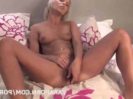 Порно видео женщины ласкают свое влагалище пальчиком доводя до кончи, видео танцует широкой попу негритянка