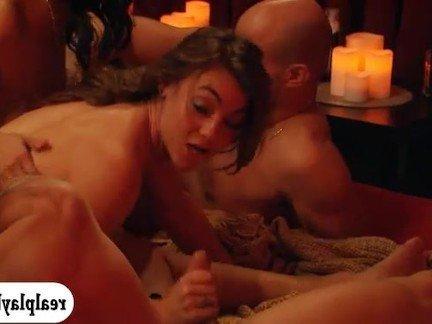 Порно профессиональки мастерски зажигают в горячей групповой оргии